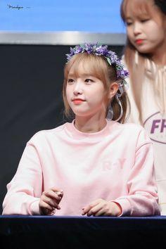 #아이즈원 fansing - Busca do Twitter Kpop Girl Groups, Kpop Girls, Yuri, Sketch Poses, Korean Girl Fashion, Yuehua Entertainment, Japanese Girl Group, Kim Min, 3 In One