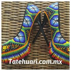 Native American Models, Native American Beadwork, Beaded Shoes, Beaded Purses, Mexican Fashion, Mexican Designs, Vintage Bags, Bead Art, Designer Shoes