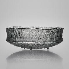 TAPIO WIRKKALA - Glass bowl for Iittala 1968, in production 1970-1973, Finland. [h. 14,3 cm, Ø 38,1 cm] Glass Design, Design Art, Finland, Scandinavian, Glass Art, Tableware, Essen, Dinnerware, Tablewares