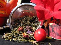 Bacche Rosse (fragola, mora,lampone, yogurt) Tè aromatizzati Tè Verde - Strapieno di more, lamponi e pezzi di fragola, petali di tutti i colori, aroma di frullato di frutta rossa, fresco sempre anche quando si beve bollente in inverno.