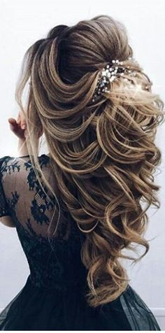 68 Stunning Prom Hairstyles For Long Hair For 2019 – Hair Creations Fluidity – … - Cute Hairstyles Long Hair Wedding Styles, Wedding Hairstyles For Long Hair, Wedding Hair And Makeup, Bride Hairstyles, Hairstyles 2018, Elegant Hairstyles, Ponytail Hairstyles, Hairstyle Ideas, Dance Hairstyles