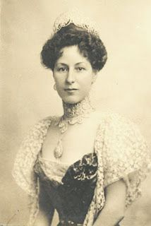 Elizabeth Drexel Lehr, dressed for presentation to Kaiser Wilhelm =>> http://choosing-providence.blogspot.co.uk/2013/08/before-marriage-equality-this-union-of.html