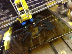 3D-mallien 3D-tulostusta ZMorph 3D-tulostimella ABS:stä.