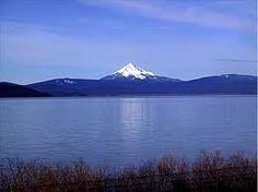 I used to drive by here every day. Thats Mt. Mclaughlin and Upper Klamath Lake, Oregon. Klamath Falls, Silverton Oregon, Oregon Lakes, Columbia River Gorge, Oregon Travel, Summer Garden, Pacific Northwest, Places To Go