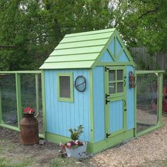 Now this is a cute idea for a chicken coop~~~ I totally want this coop!!!