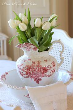 Gorgeous red & white jug & bowl set