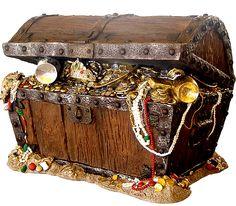 What's in the Pirate's Chest? Pirate Art, Pirate Life, Pirate Theme, Pirate Treasure Chest, Buried Treasure, Treasure Maps, Pirates Gold, Golden Age Of Piracy, Pirate Tattoo