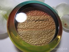 MAC Wash and Dry Freshen Up Highlight Powder