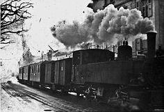 Le LEB à toute vapeur à l'avenue d'Echallens. #Train Lausanne, Montreux, Shipwreck, Bel Air, Old Pictures, Locomotive, Vintage Posters, Switzerland, Paisajes