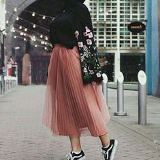 ideas for skirt outfits hijab chic ideas for skirt outfits hijab chic – Hijab Fashion 2020 Modern Hijab Fashion, Hijab Fashion Inspiration, Muslim Fashion, Mode Inspiration, Modest Fashion, Trendy Fashion, Fashion Mode, Trendy Style, Fashion Black