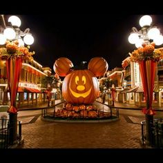 This epic Mickey Mouse jack-o-lantern. | 27 Things You'll See At Mickey's Halloween Party