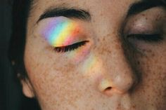 rainbow, girl, and grunge kép Photomontage, Grunge, Rainbow Light, Rainbow Prism, Rainbow Aesthetic, Aesthetic Colors, Hipsters, Freckles, Pretty Pictures