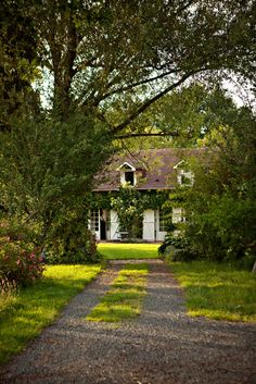 nestled English cottage... doesn't this look like something Anne of Green Gables would like?