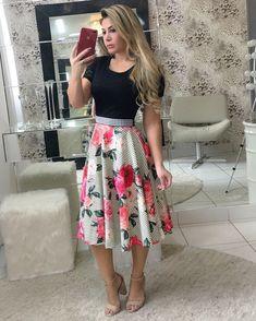 Vestido midi divo   .  .  Disponível para pedidos️  Tamanhos: P, M e G.   Cinto acompanha vestido.  Enviamos para todo Brasil   Aceitamos cartões.   .  .    #modaevangelica #inlove #lojaonline #modamidi  #modafeminina #cute #chic #princess #floribelastore #corre #poucaspeças #luxo #qualidadedeboutique