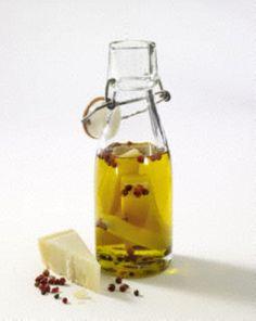 Selbstgemachtes Parmesan-Öl mit Rosa Beeren
