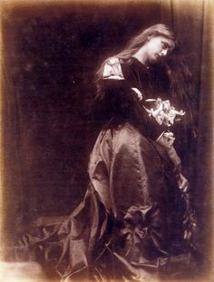 Gretchen, by Julia Margaret Cameron - Category:Julia Margaret Cameron: Century Photographer of Genius — Wikimedia Commons Victorian Photography, Old Photography, History Of Photography, Julia Margaret Cameron Photography, Julia Cameron, Portraits Victoriens, Modern Photographers, Pre Raphaelite, Dark Beauty