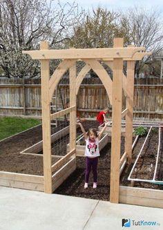 Vegetable Garden Arbor DIY garden pergola Build an Elevated Planter Box (and save your back! Garden Types, Veg Garden, Vegetable Garden Design, Garden Trellis, Vegetable Gardening, Diy Trellis, Raised Vegetable Gardens, Raised Gardens, Vegetables Garden