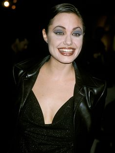 19 Rarely Seen Photos of Angelina Jolie Makeup Trends Angelina Jolie Photos Rarely 1990s Makeup, 90s Makeup Look, Makeup Looks, Fashion Kids, 90s Fashion, Blue Eyeshadow, Blue Eye Makeup, Brown Lipstick, Makeup Trends