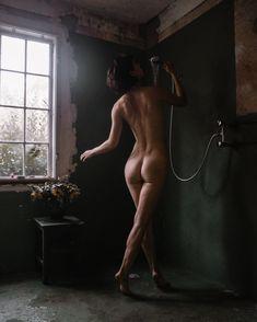 Naked sorelle amore Social Media