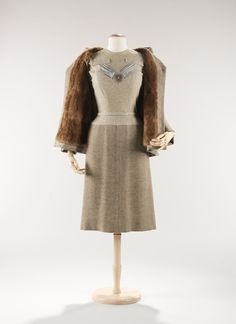 Mainbocher. 1953. The Costume Institute. Brooklyn Museum Costume Collection. Metropolitan Museum of Art.