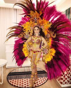 Continuando con su agenda del mes de noviembre, S.M. Marianelis Vargas González, esta noche como invitada en la inauguración del Hotel W… Carnival Fashion, Carnival Girl, Carnival Outfits, Carnival Makeup, Rio Carnival, Carnival Costumes, Carnival Ideas, Belly Dancer Costumes, Samba Costume