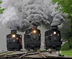 Steam train in the Wild West, Durango & Silverton Narrow Gauge Railroad, Colorado, USA (by Rozanne Hakala). Diesel, By Train, Train Tracks, Motor A Vapor, Old Steam Train, Choo Choo Train, Old Trains, Vintage Trains, Train Pictures