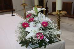 Centro de Mesa altar. Gerberas, Paniculata y Lilium.