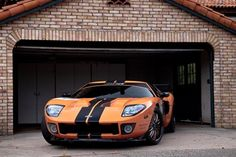 The old/new Ford GT. Or the new/older Ford GT. Ford Gt40, Porsche Cars, Hot Rides, Latest Cars, Expensive Cars, Car In The World, Land Rover Defender, Amazing Cars, Motor Car