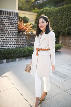 Top to toe white outfit with beige accessories Putting Me Together, Top To Toe, White Belt, Belted Coat, White Outfits, Classic Looks, Timeless Fashion, My Style, Classy Looks