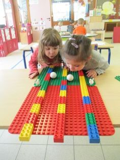 Build with Duplo; 93 examples and inspiration for toddlers and preschoolers -… - Kinderspiele Lego Duplo, Lego Ninjago, Ninjago Party, Lego Themed Party, Lego Birthday Party, Lego Party Games, Lego Parties, Lego Activities, Toddler Activities