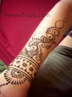My fave type of henna is the African ones. They are geometric and easy. The Arab henna is very swirly and the Indian henna is just plain crazy.