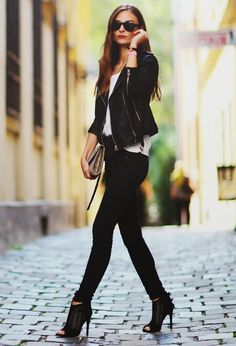 black and white fall outfit Street Style #Fashion #Women_Style Issues and Inspiration on http://fancytemple.com/blog Womens Fashion Follow this amazing boards and enjoy http://pinterest.com/ifancytemple