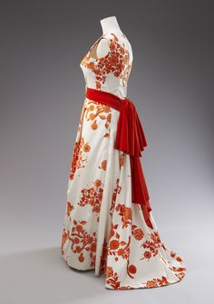 Evening dress worn by Queen Elizabeth II during the State Visit to Singapore, 1972. Designed by Norman Hartnell