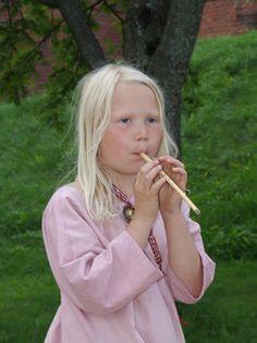 Hämeen keskiaikamarkkinat - Häme Medieval Faire 2007, Huilutyttö - Flutegirl, © Timo Martola
