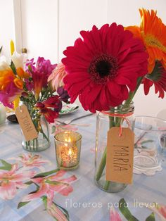Simple Table Decorations, Table Centerpieces, Wedding Decorations, 40th Birthday, Birthday Party Themes, Gerbera Daisy Centerpiece, Romantic Candles, Floral Theme, Deco Table