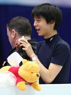 http://www.sponichi.co.jp/sports/news/2013/02/07/kiji/K20130207005140280.html プーさんのカバーで覆われたティッシュを持参した羽生結弦