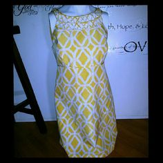 Beautiful sunshine yellow dress Jacqueline eyelet There is no tag on this dress  Showing regular price and style  See third photo stitching came undone I sewed it back on. 4th photo showing far away view of stitching Dress is a 2 not a 4....  Again no tags on dress Lilly Pulitzer Dresses