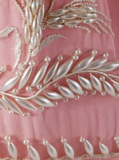 Wonderful Ribbon Embroidery Flowers by Hand Ideas. Enchanting Ribbon Embroidery Flowers by Hand Ideas. Pearl Embroidery, Tambour Embroidery, Silk Ribbon Embroidery, Embroidery Stitches, Embroidery Patterns, Hand Embroidery, Tambour Beading, Motifs Perler, Fabric Beads