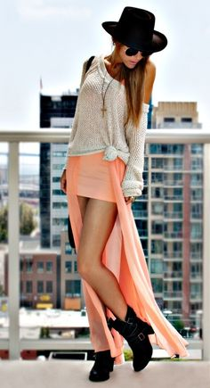 Light grey knotted sweater, light orange skirt, black shoes and accessories. Perfection.