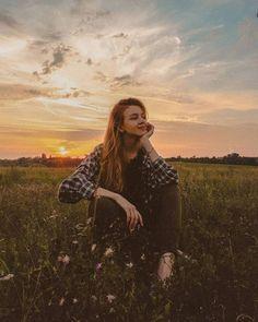 New Artsy Summer Photography Ideas Portrait Photography Poses, Photography Poses Women, Creative Photography, Grunge Photography, Urban Photography, White Photography, Newborn Photography, Photography Ideas, Minimalist Photography