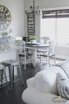 Farmhouse style painted kitchen table and chairs! She did not use chalk paint!