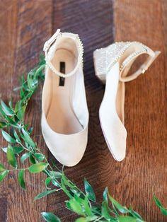 Best 45+ Beautiful Winter Wedding Shoes For Bride Looks More Elegant https://oosile.com/45-beautiful-winter-wedding-shoes-for-bride-looks-more-elegant-15023