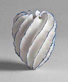 Porcelain sculpture by Sandra Davolio. Glass Ceramic, Ceramic Clay, Ceramic Pottery, Pottery Art, Porcelain Jewelry, Porcelain Ceramics, China Porcelain, Porcelain Tiles, Painted Porcelain
