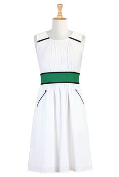 I love the contrasting colors. It reminds me of the tennis courts. Maybe I'll wear it to the US Open? It's tradition for my dad and I to go every year.