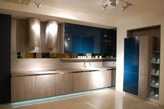 Our Laminate Kitchens present a cost effective alternative to Veneer Kitchens. We offer distinctive wood grain finishes, stone look finishes and stainless steel. All doors and panels undergo strong quality control and are available with matching or aluminum, stainless steel edging.