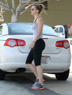 Jennifer Lawrence Photos: Jennifer Lawrence Pumps Gas