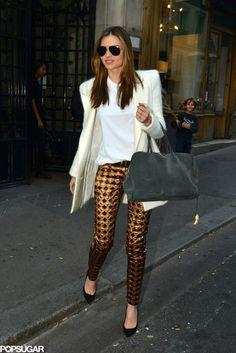 Miranda Kerr dressed down metallic pants by pairing w/ a white tee & blazer #StreetStyle