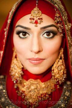 bridal hijab indian style Hijabi Wedding, Arab Wedding, Modest Wedding Dresses, Bridal Dresses, Bridal Hijab Styles, Wedding Styles, Muslim Brides, Muslim Girls, Hijab Collection