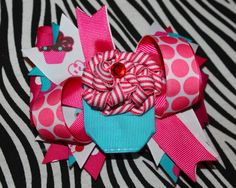 This cupcake hair bow is perfect for birthdays, baby shower gifts or for any little sweetie! Stacked and layered with pink and turquoise cupcake and polka dot ribbon and topped off with a delicious 3D removable cupcake clip!