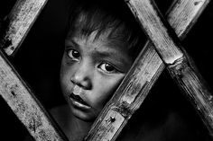 Disadvantaged children. Photography by Thomas Tham. Cebu, Barangay Larego - What is going on out there ?